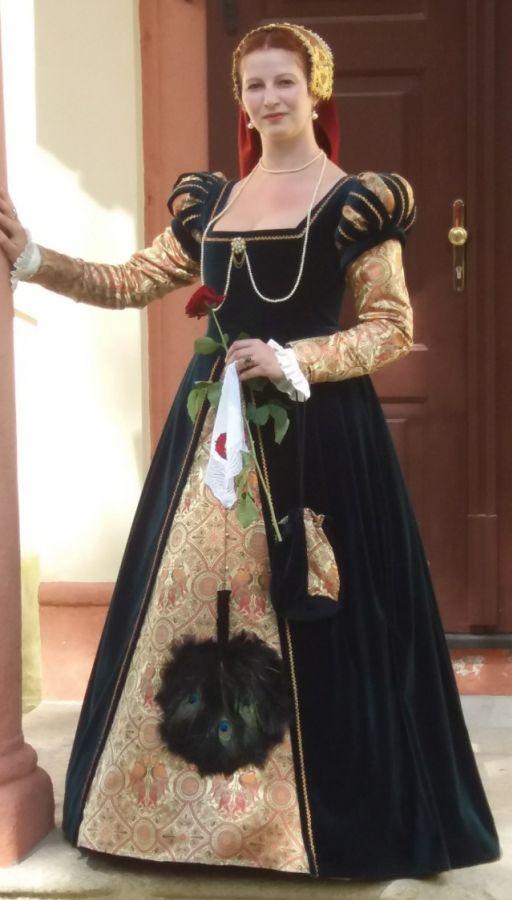 ÚVOD - Historické kostýmy 6aa2ded4887